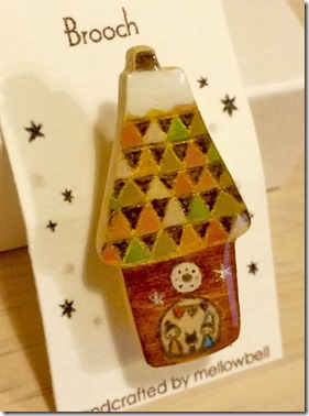 winter_house_brooch