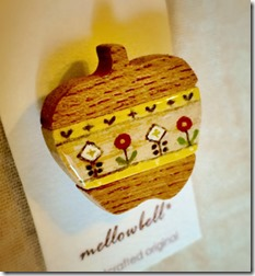 apple_brooch