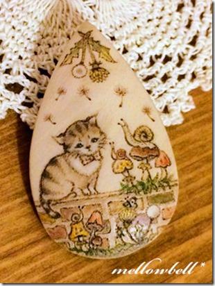 cat&snails_brooch